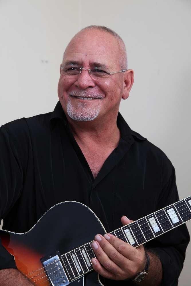 Jon Vea Vea with Guitar